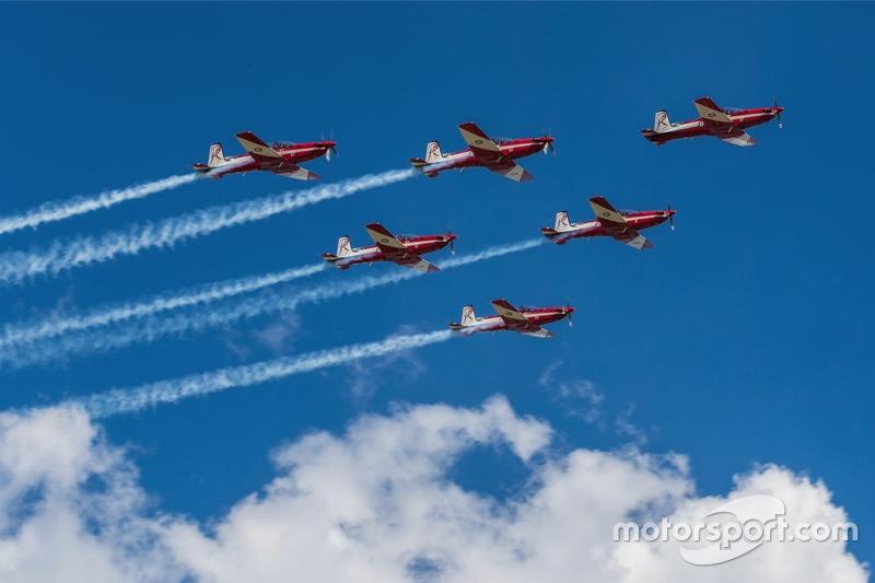 Aviones pasan por el circuito