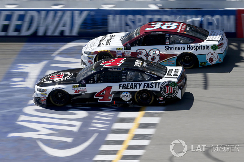 Kevin Harvick, Stewart-Haas Racing Ford David Ragan, Front Row Motorsports Ford