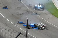 Choque de Scott Dixon, Chip Ganassi Racing Honda, Jay Howard, Schmidt Peterson Motorsports Honda