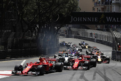 Départ : Kimi Raikkonen, Ferrari SF70-H devant Sebastian Vettel, Ferrari SF70-H