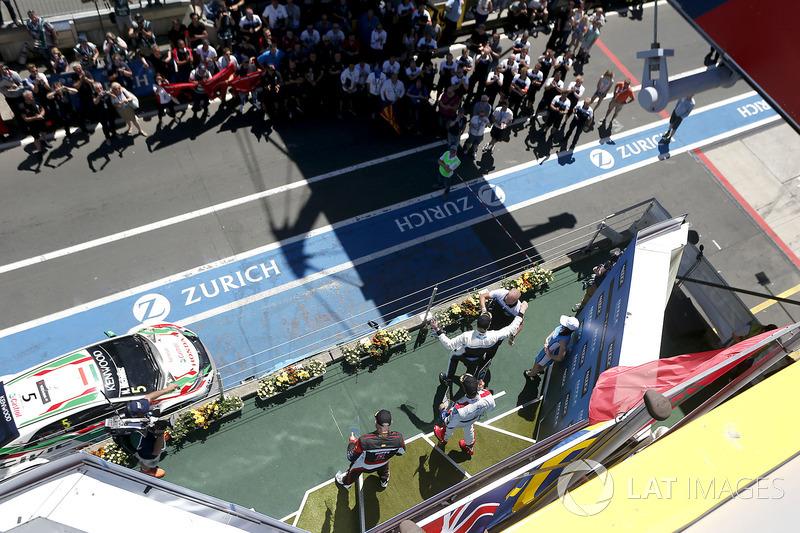 Podium Race 1: Race winner Thed Björk, Polestar Cyan Racing, Volvo S60 Polestar TC1, second place Mehdi Bennani, Sébastien Loeb Racing, Citroën C-Elysée WTCC, third place Rob Huff, All-Inkl Motorsport, Citroën C-Elysée WTCC