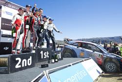 I vincitori Thierry Neuville, Nicolas Gilsoul, Hyundai Motorsport, al secondo posto Elfyn Evans, Daniel Barritt, M-Sport, al terzo posto Ott Tänak, Martin Järveoja, M-Sport