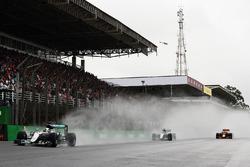 Lewis Hamilton, Mercedes AMG F1 W07 Hybrid, Nico Rosberg, Mercedes AMG F1 W07 Hybrid, Max Verstappen
