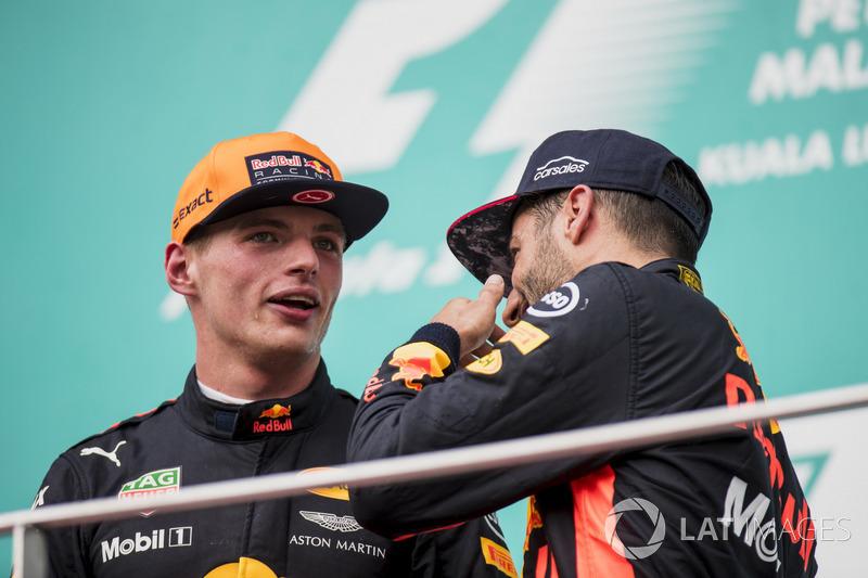 Переможець гонки Макс Ферстаппен, Red Bull Racing,  третє місце Даніель Ріккардо, Red Bull Racing, на подіумі