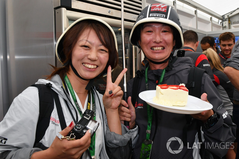 Haas F1 Team fans, Kevin Magnussen, Haas F1 Team Birthday cake