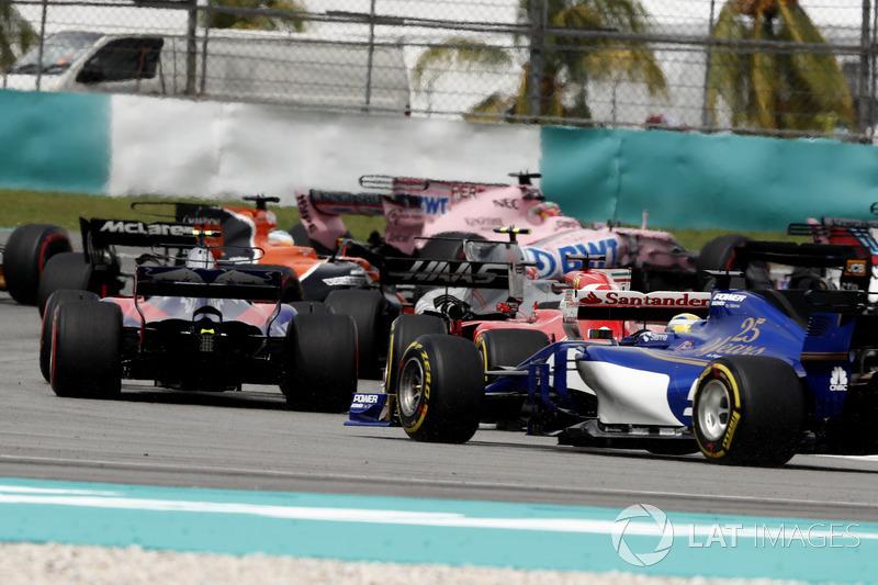 Карлос Сайнс-мол., Scuderia Toro Rosso STR12, Себастьян Феттель, Ferrari SF70H, Маркус Ерікссон, Sauber C36