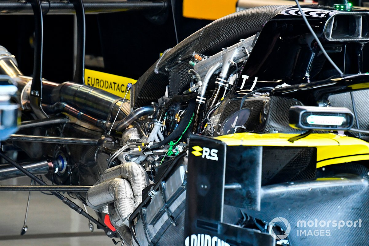 Renault F1 Team R.S.19 powerunit install