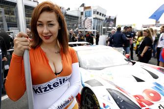 Chica de la parrilla de #1 Callaway Competition Corvette C7 GT3-R: Marvin Kirchhöfer, Daniel Keilwitz