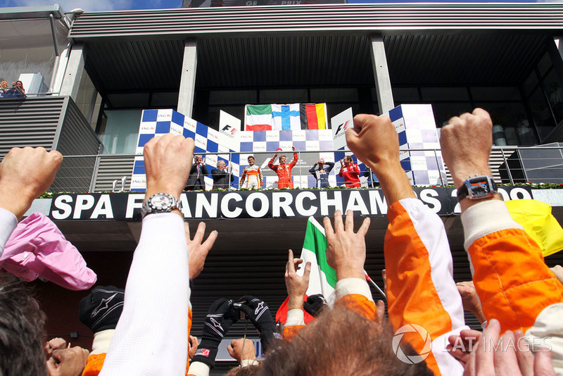 Podio: Giancarlo Fisichella, Force India F1, secondo; Kimi Raikkonen, Ferrari, vincitore della gara; Sebastian Vettel, Red Bull Racing, terzo