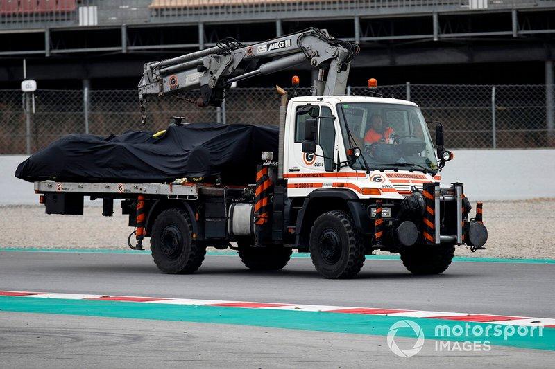 La vettura di Romain Grosjean, Haas F1 Team VF-19 viene riportata ai box