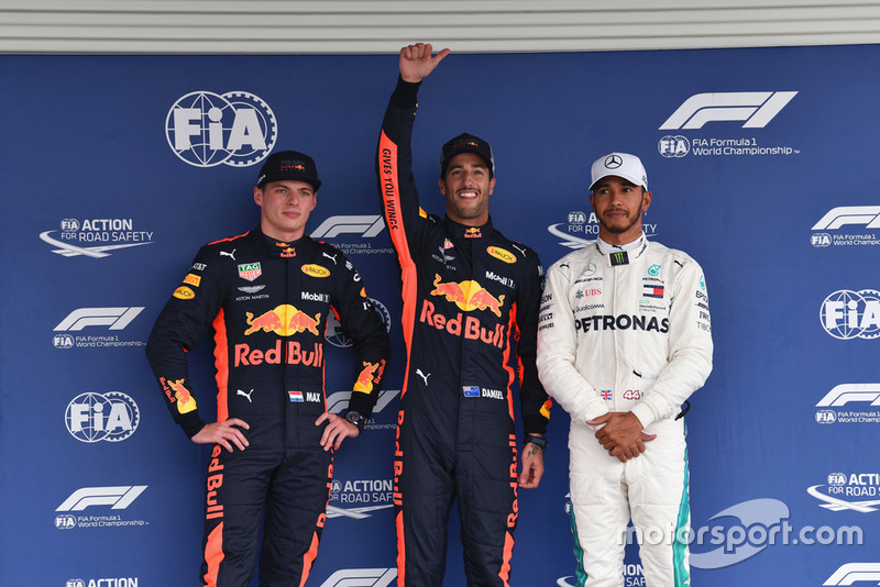 Ki-ka: Max Verstappen, Red Bull Racing, Daniel Ricciardo, Red Bull Racing, Lewis Hamilton, Mercedes AMG F1