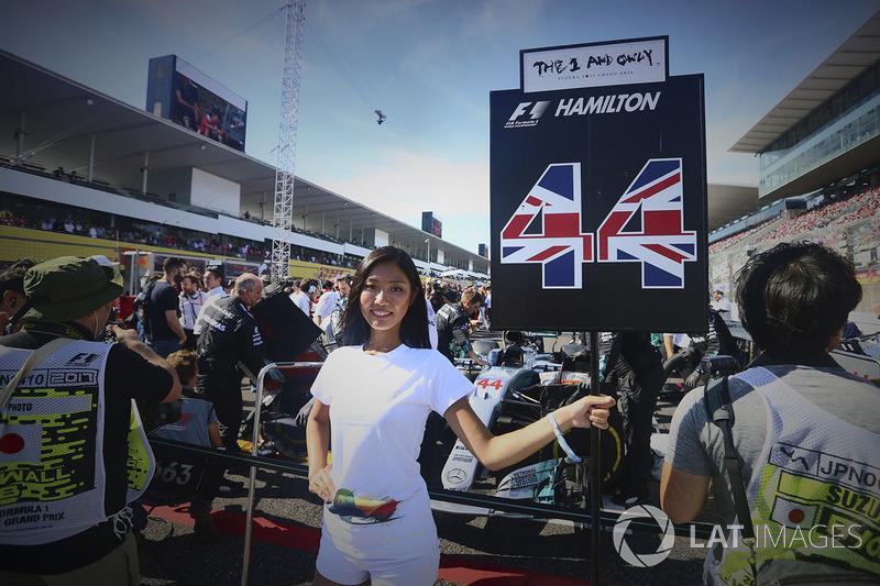 La grid girl di Lewis Hamilton, Mercedes AMG F1