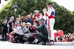 Alejandro Agag, Formula E CEO celebrates with the drivers