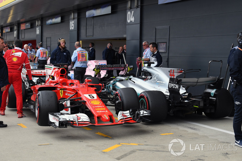 Coche de Sebastian Vettel, Ferrari SF70H y Lewis Hamilton, Mercedes-Benz F1 W08  en parc ferme