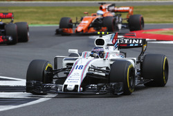 Лэнс Стролл, Williams FW40, и Фернандо Алонсо, McLaren MCL32
