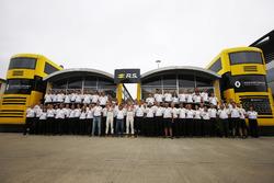 Test driver Sergey Sirotkin, René Arnoux. Jolyon Palmer, Renault Sport F1 Team, Nico Hulkenberg, Renault Sport F1 Team, in vintage style overalls