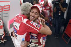 Андреа Довіціозо та Джіджі Далл'Інья, генеральний директор Ducati Team, після перемоги на Сільверстоуні
