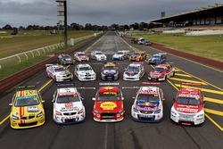 Gruppenfoto: Retro-Designs der Supercars in Sandown 2017