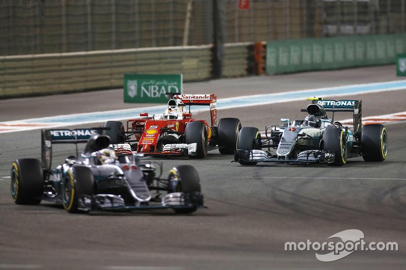 Lewis Hamilton, Mercedes AMG F1 W07 Hybrid, Nico Rosberg, Mercedes AMG F1 W07 Hybrid y Sebastian Ve