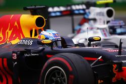 Daniel Ricciardo, Red Bull Racing RB12, überholt Valtteri Bottas, Williams FW38