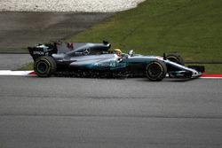 Льюіс Хемілтон, Mercedes-Benz F1 W08, у гравії