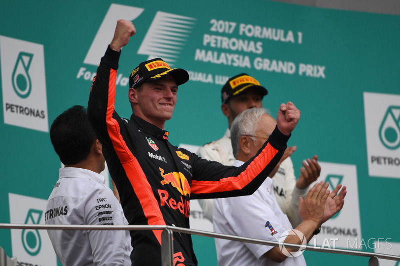 Переможець гонки Макс Ферстаппен, Red Bull Racing, святкує на подіумі