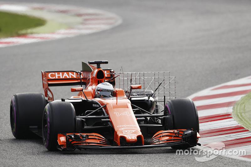 Fernando Alonso, McLaren MCL32, carries sensor equipment