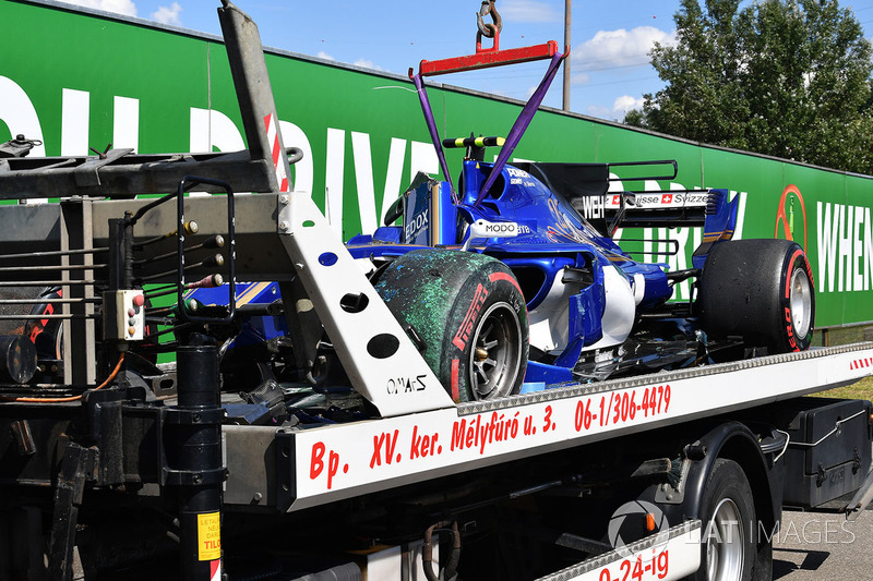 The crashed car of Pascal Wehrlein, Sauber C36