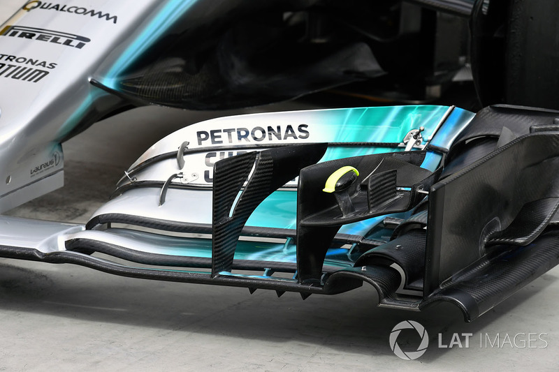 Mercedes-Benz F1 W08 Hybrid voorvleugel detail