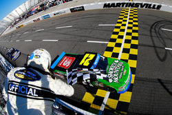 Johnny Sauter, Chevrolet takes the win