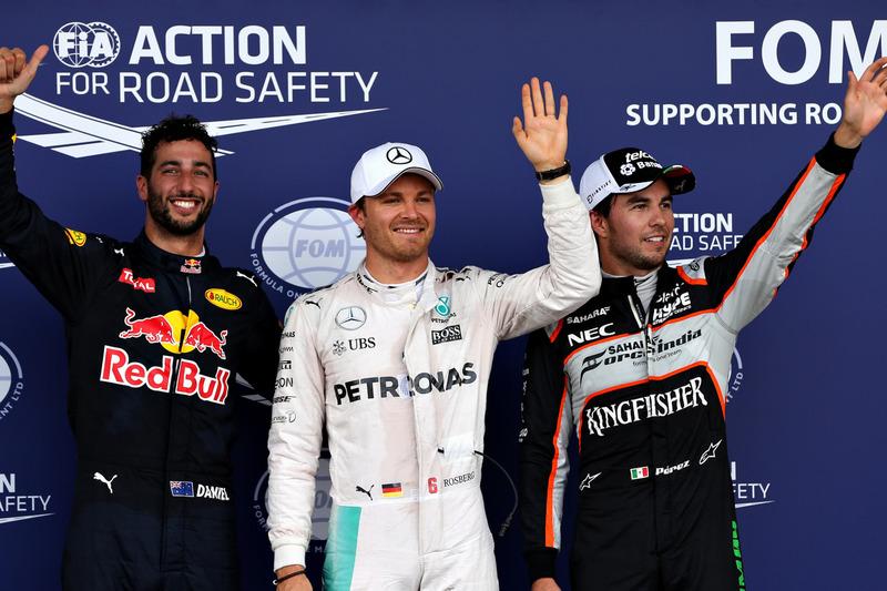 Daniel Ricciardo, Red Bull Racing RB12, tercero; Nico Rosberg, Mercedes AMG F1, pole position; Sergio Pérez, Sahara Force India F1, segundo