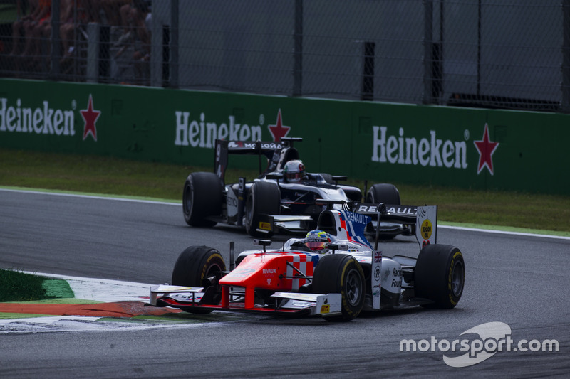 Oliver Rowland, MP Motorsport leads Raffaele Marciello, RUSSIAN TIME