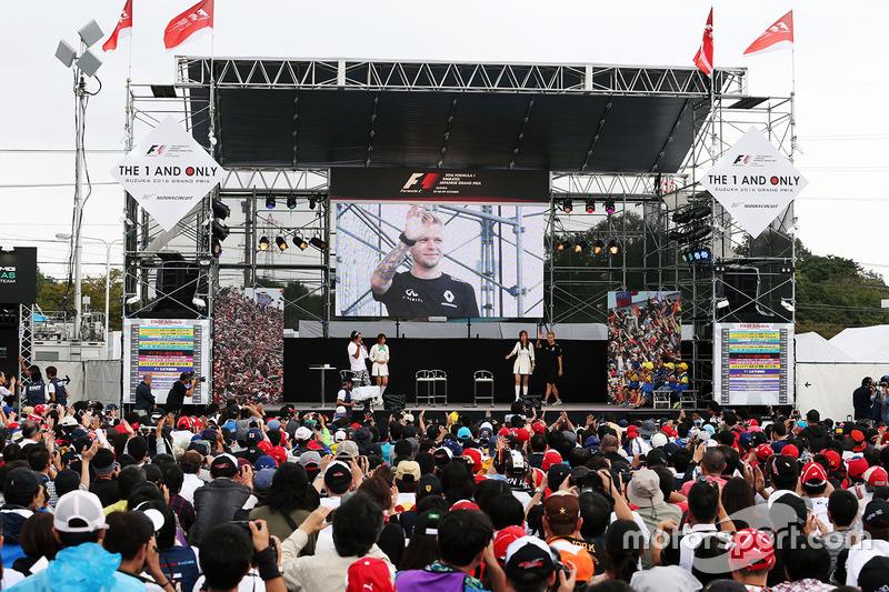 Kevin Magnussen, Renault Sport F1 Team at the fans stage