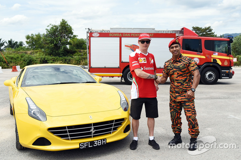 Kimi Räikkönen, Ferrari, als malaysischer Feuerwehrmann