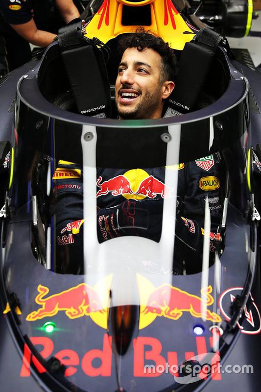 Daniel Ricciardo, dans la Red Bull Racing RB12 équipée de l'Aeroscreen