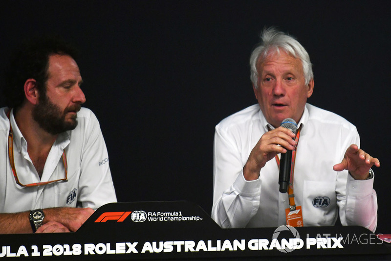 Charlie Whiting, FIA Delegesi, Matteo Bonciani, FIA Medya Delegesi, basın toplantısında