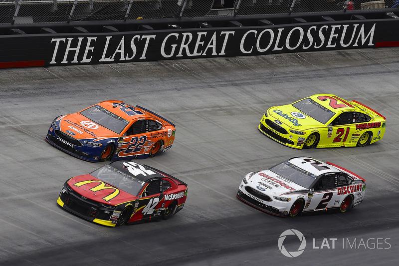 Kyle Larson, Chip Ganassi Racing, Chevrolet Camaro McDonald's and Joey Logano, Team Penske, Ford Fusion Autotrader