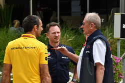Christian Horner, Red Bull Racing Teambaas, Dr Helmut Marko, Red Bull Motorsport Consultant and Cyril Abiteboul, Renault Sport F1 teambaas