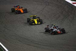 Kevin Magnussen, Haas F1 Team VF-18 Ferrari, Nico Hulkenberg, Renault Sport F1 Team R.S. 18, et Fernando Alonso, McLaren MCL33 Renault