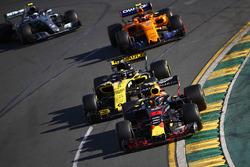 Max Verstappen, Red Bull Racing RB14 Tag Heuer, leads Nico Hulkenberg, Renault Sport F1 Team R.S. 18, Stoffel Vandoorne, McLaren MCL33 Renault, and Valtteri Bottas, Mercedes AMG F1 W09