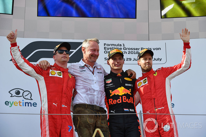 Kimi Raikkonen, Ferrari, Jonathan Wheatley, Red Bull Racing Team Manager, Max Verstappen, Red Bull Racing u Sebastian Vettel, Ferrari