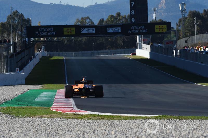 Fernando Alonso, McLaren MCL33, scintille