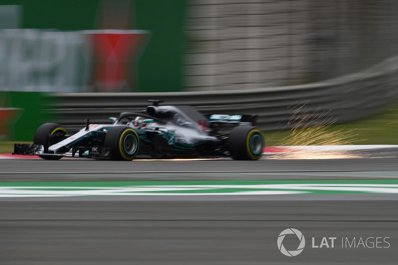 Lewis Hamilton, Mercedes-AMG F1 W09 EQ Power+ sparks
