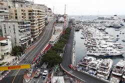 Sebastian Vettel, Ferrari SF71H, devant Lewis Hamilton, Mercedes AMG F1 W09, Kimi Raikkonen, Ferrari SF71H. Valtteri Bottas, Mercedes AMG F1 W09, Esteban Ocon, Force India VJM11 et Fernando Alonso, McLaren MCL33