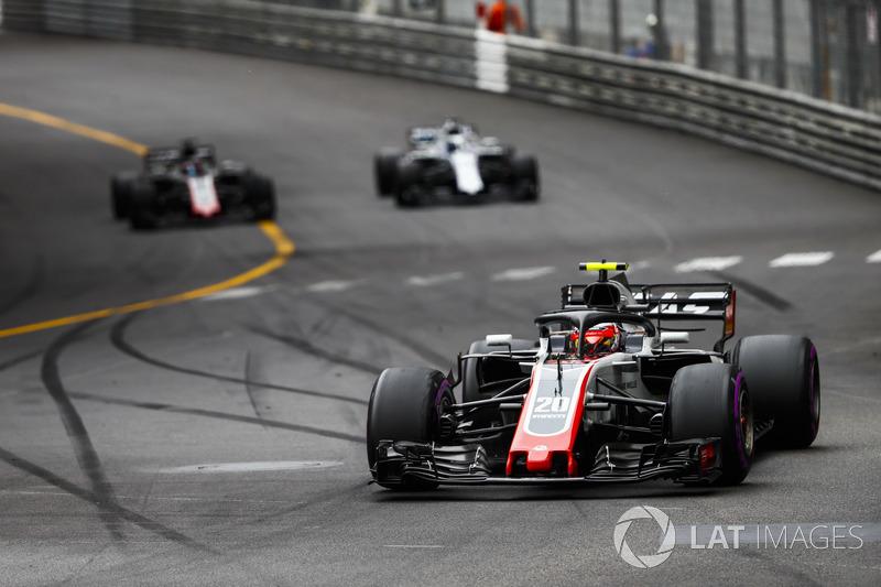 Kevin Magnussen, Haas F1 Team VF-18, leads Lance Stroll, Williams FW41, and Romain Grosjean, Haas F1 Team VF-18