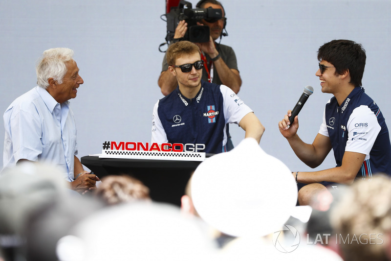 Bob Constanduros talks to Lance Stroll, Williams Racing, and Sergey Sirotkin, Williams Racing, on stage