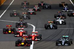 Даниэль Риккардо, Red Bull Racing RB12 лидирует