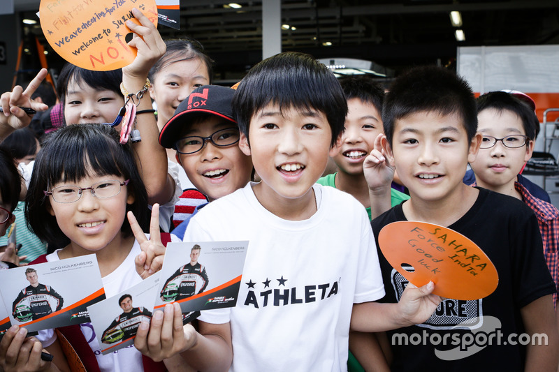 Young Sahara Force India F1 Team fans