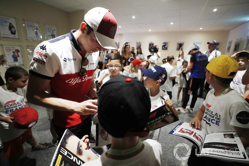 Charles Leclerc, Sauber, signs autographs for the grid kids