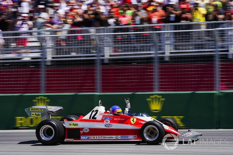 Jacques Villeneuve guida la Ferrari 312T3 del padre Gilles Villeneuve, in un giro di parata